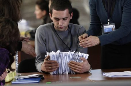 epa01935540 A worker of election commission holds election material at the counting center, in Pristina, Kosovo on 16 November 2009. The local elections held on 15 November are the first since the ethnic-Albanian majority unilaterally declared Kosovo independence from Serbia in February 2008. The polls were seen as a test of Kosovo's readiness to organise democratic elections on its own. EPA/VALDRIN XHEMAJ