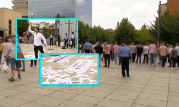 Protesta e gastronomëve: Policia shpërndanë turmën nga frika e përhapjes së Covid-19
