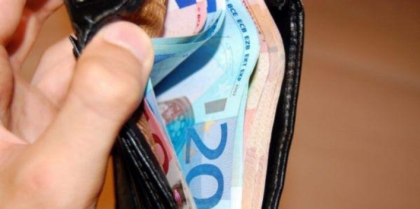 Suharekë: Qytetari e gjenë portofolin me mbi 1000€