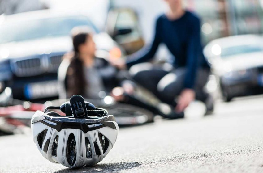 Suharekë: Çiklisti goditet nga vetura, shoferi befason me gjestin e tij