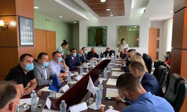 Bekë Berisha thotë se sot diskutohet edhe për daljen e AAK-së nga koalicioni