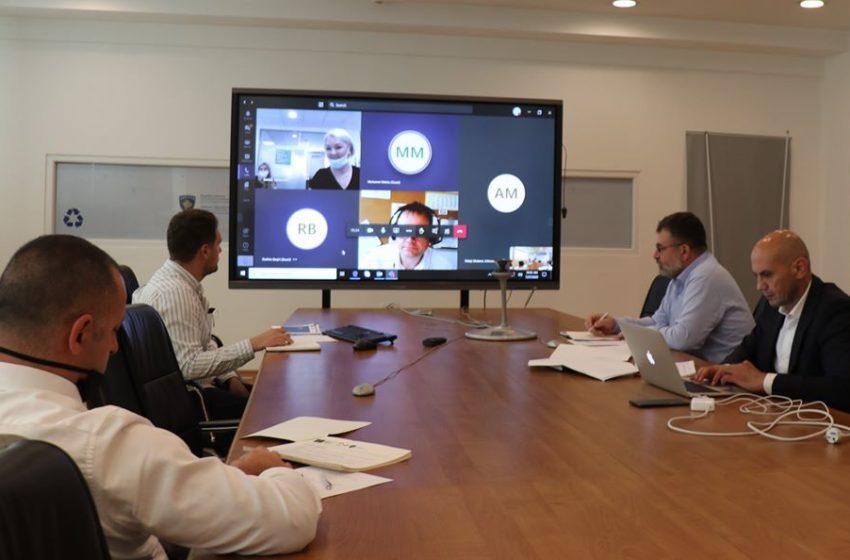 Ministri Kuçi bashkë me GIZ-in gjerman mbajtën punëtori virtuale me temë menaxhimi i mbeturinave