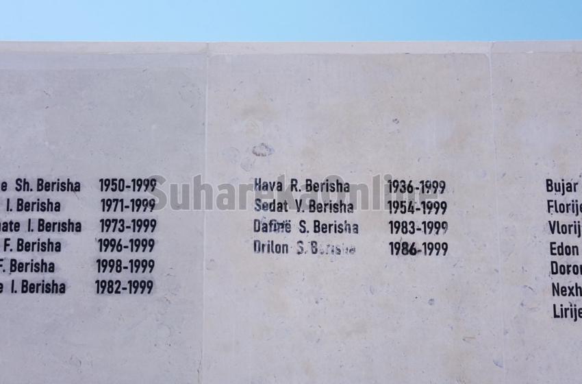 """Ende pa u inaguruar memoriali, emrat e viktimave të """"Familjes Berisha"""" kanë filluar të fshihen"""