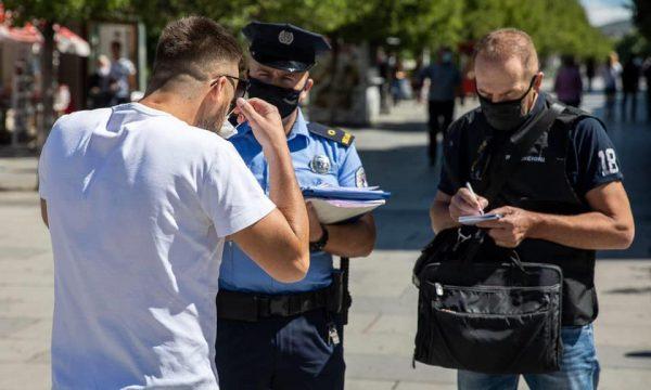 Lajm i rëndësishëm për personat që i ka ndaluar policia, për shkak të mosbartjes së maskës
