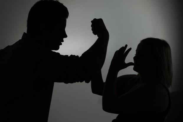 Suharekë:Dhunon fizikisht të dashurën për shkaqe xhelozie