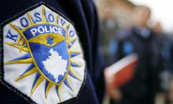 I gjetën marihuanë, i dyshuari godet policin dhe arrin të ikë nga vendi i ngjarjes