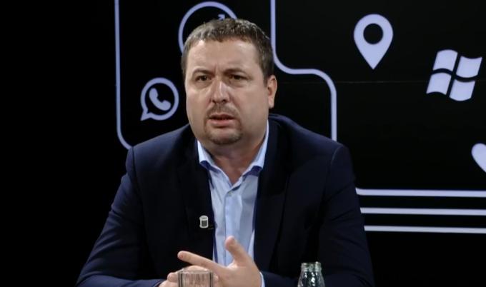 Latifi: Enver Hoxhaj ka më shumë gjasa të bëhet president i Kosovës sesa Ramush Haradinaj