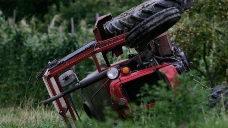 Studençan: Rrokulliset traktori, lëndohet një person