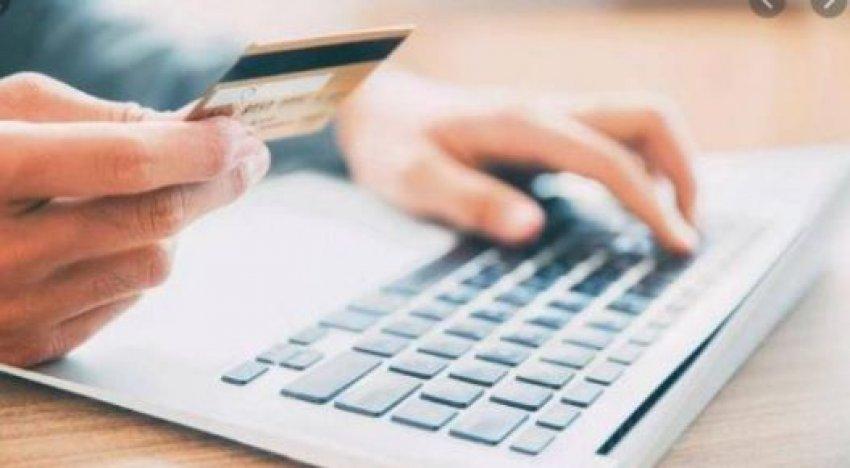 Ia keqpërdorin kartelat bankare përmes rrjeteve sociale