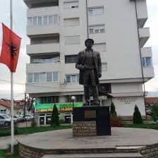 PDK-Suharekë me kërkesë për renovimin e përmendorës së heroit BESIM NDRECA dhe hapsirës përreth saj
