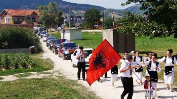 Nuk ndalen dasmat në Kosovë, policia ndërhyn në një aheng