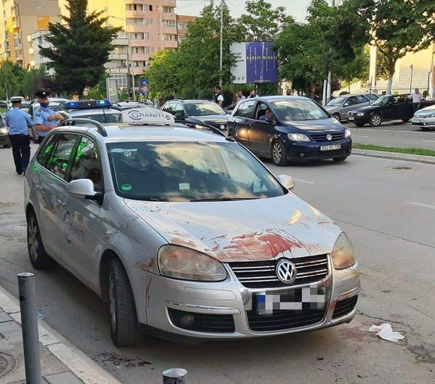 Përgjakën rrugët e Mitrovicës, një grup rrahin brutalisht një të ri