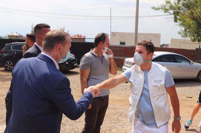 """Ministri Zemaj viziton """"Shtëpinë e të Moshuarve"""" në Gjinoc"""