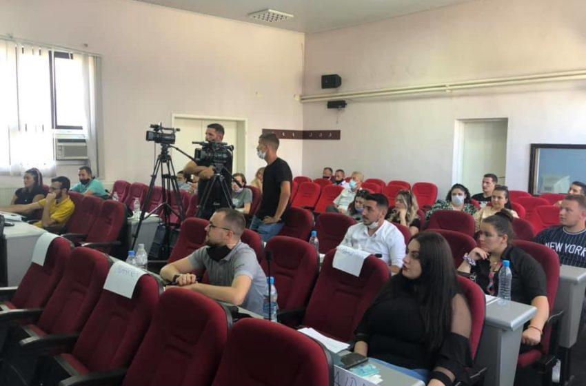 Ministrja Vlora Dumoshi ka vizituar të rinjët e Suharekës