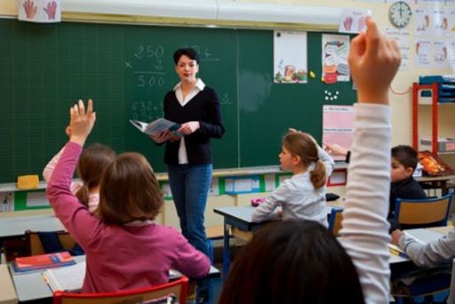 Doktori shqiptar tregon se si duhet të veprojmë nëse një nxënës apo mësues infketohet me Covid-19