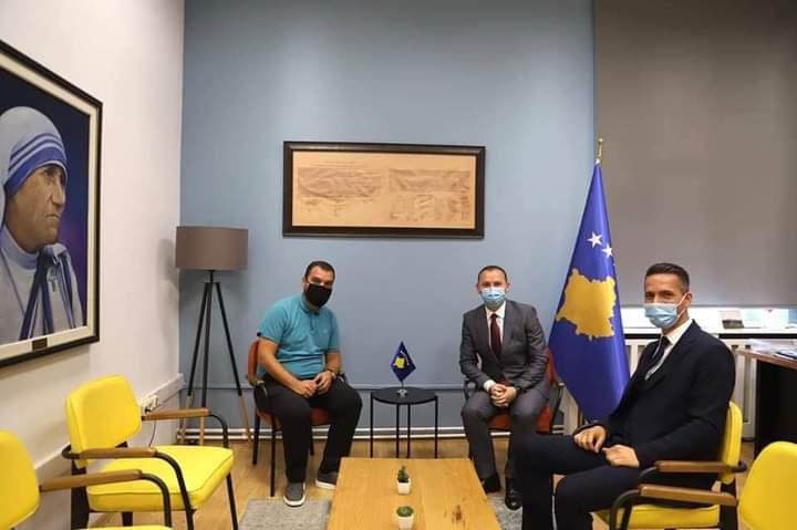 Kryetari i Xhebrailave Korab Elshani në takim me Ministrin e Shëndetësisë z. Armend Zemaj