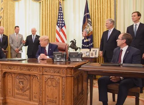 """Trump i dhuron Kosovës """"Çelësin e Shtëpisë së Bardhë"""""""