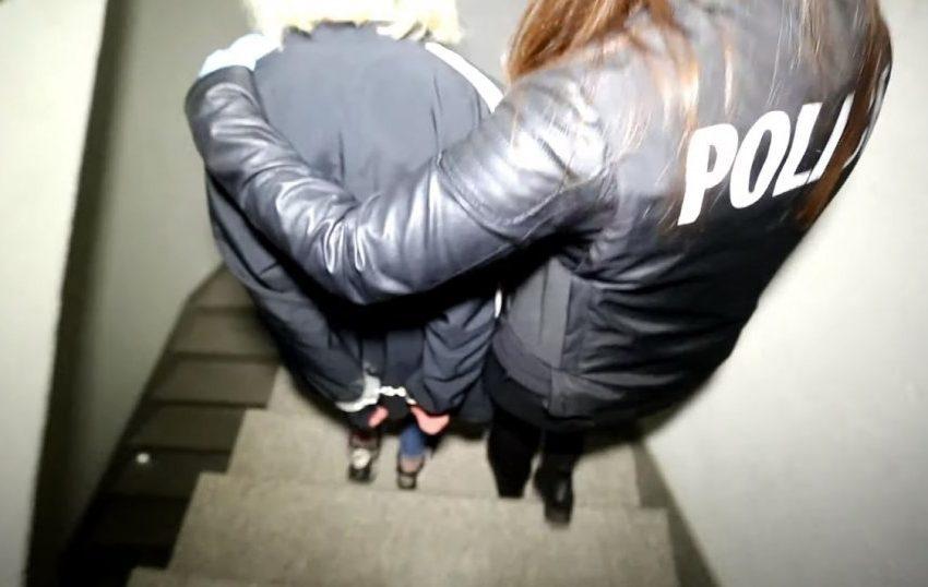 Arrestohet një grua pasi sulmoi ish-kolegun e punës dhe ia mori paratë nga xhepi