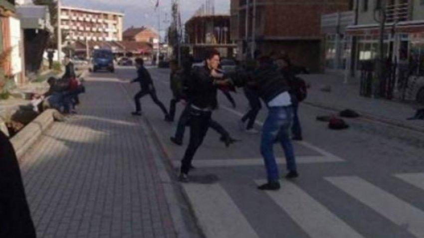 Rrahje masive, lëndohen katër persona