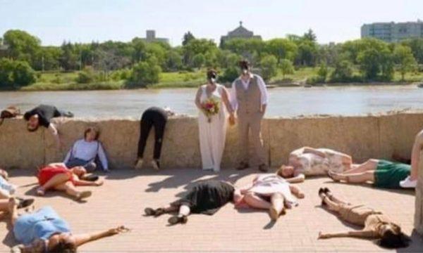 E bëri dasmën në kohë të koronavirusit, nusja u kërkon të ftuarve të shtrihen si të vdekur