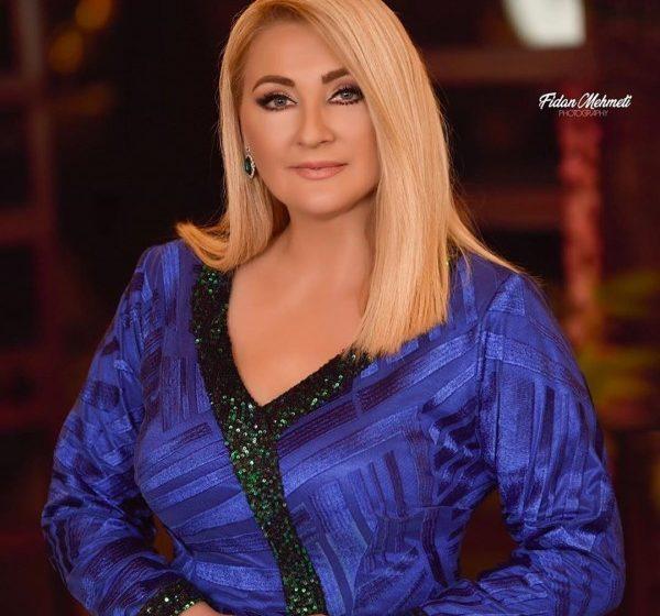 Remzie Osmani sjell imazhin më të ëmbl me prindërit