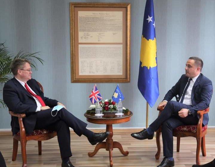 Zëvendëskryeministri Selmanaj priti në takim Ambasadorin Nicholas Abbott