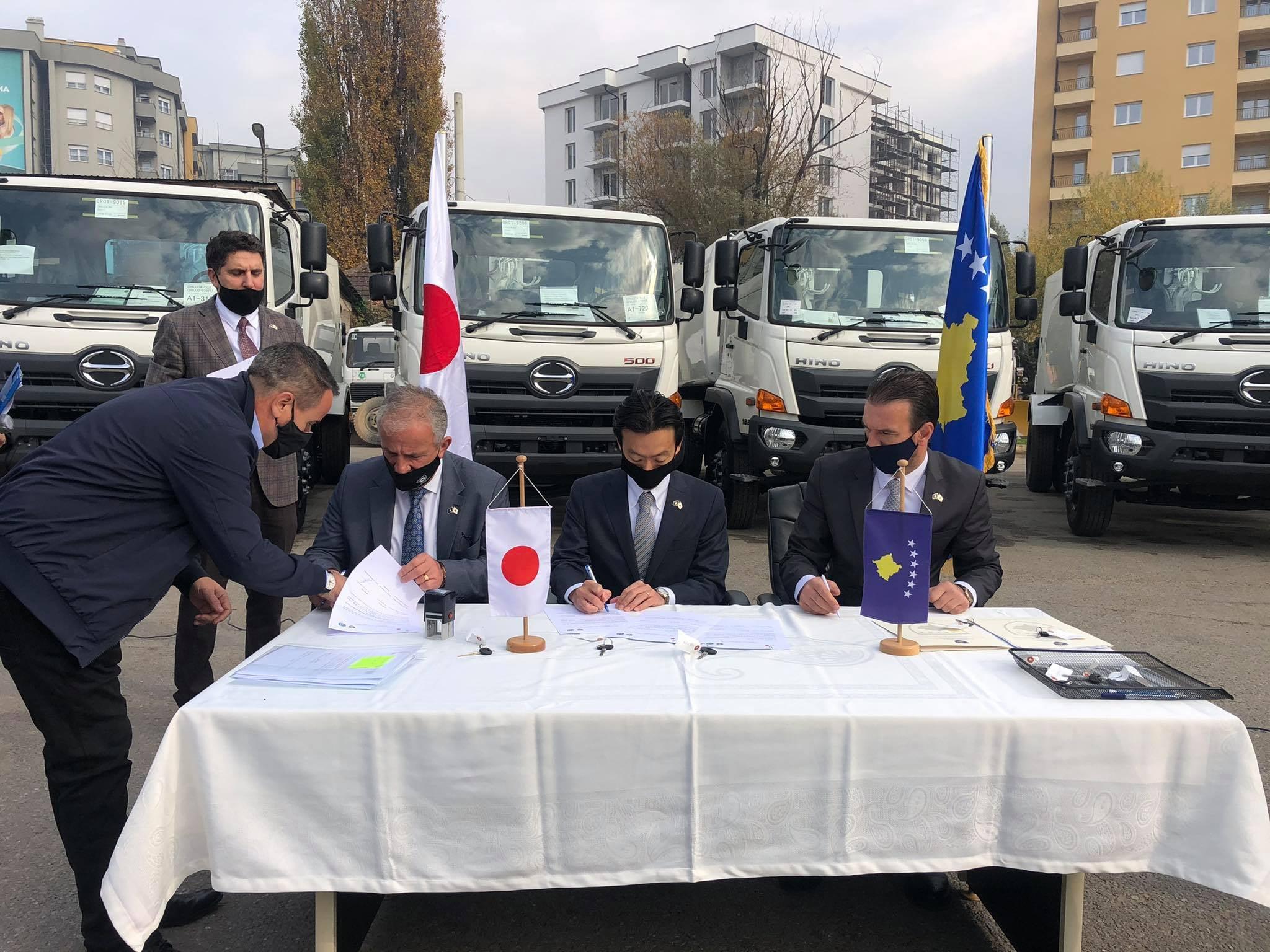 Komuna e Suharekës përfiton 4 kamionë donacion nga Japonia, për pastërtinë e ambientit