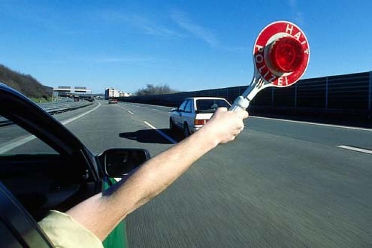 U kap 55 minuta pasi i skadoi patentë shoferi, kosovari e pëson keq nga policia gjermane