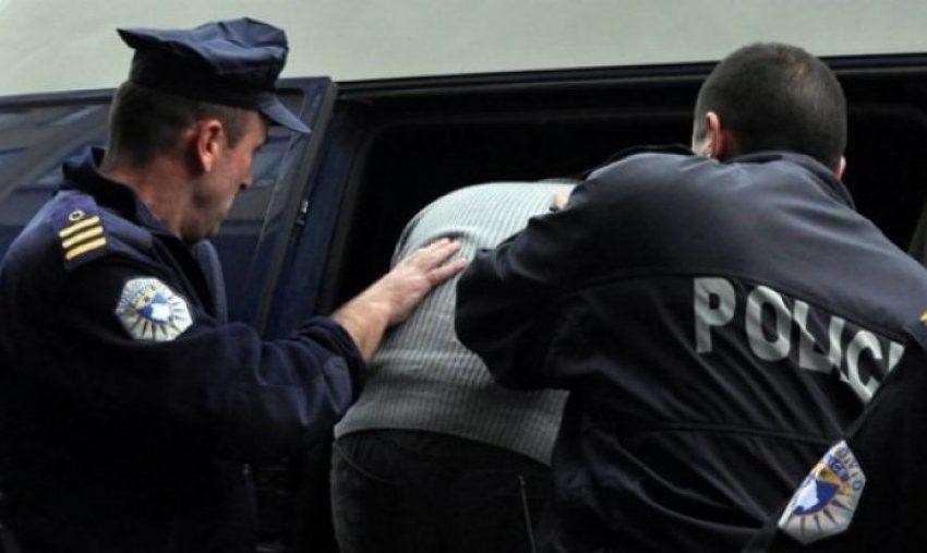 """Arrestohet shtetasi nga Shqipëria që tentoi """"të qerasë"""" policët kufitarë me 1.5 euro"""