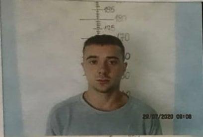 19 vjeçari i dyshuar për grabitjet e fundit në arrati, policia kërkon ndihmë për kapjen e tij