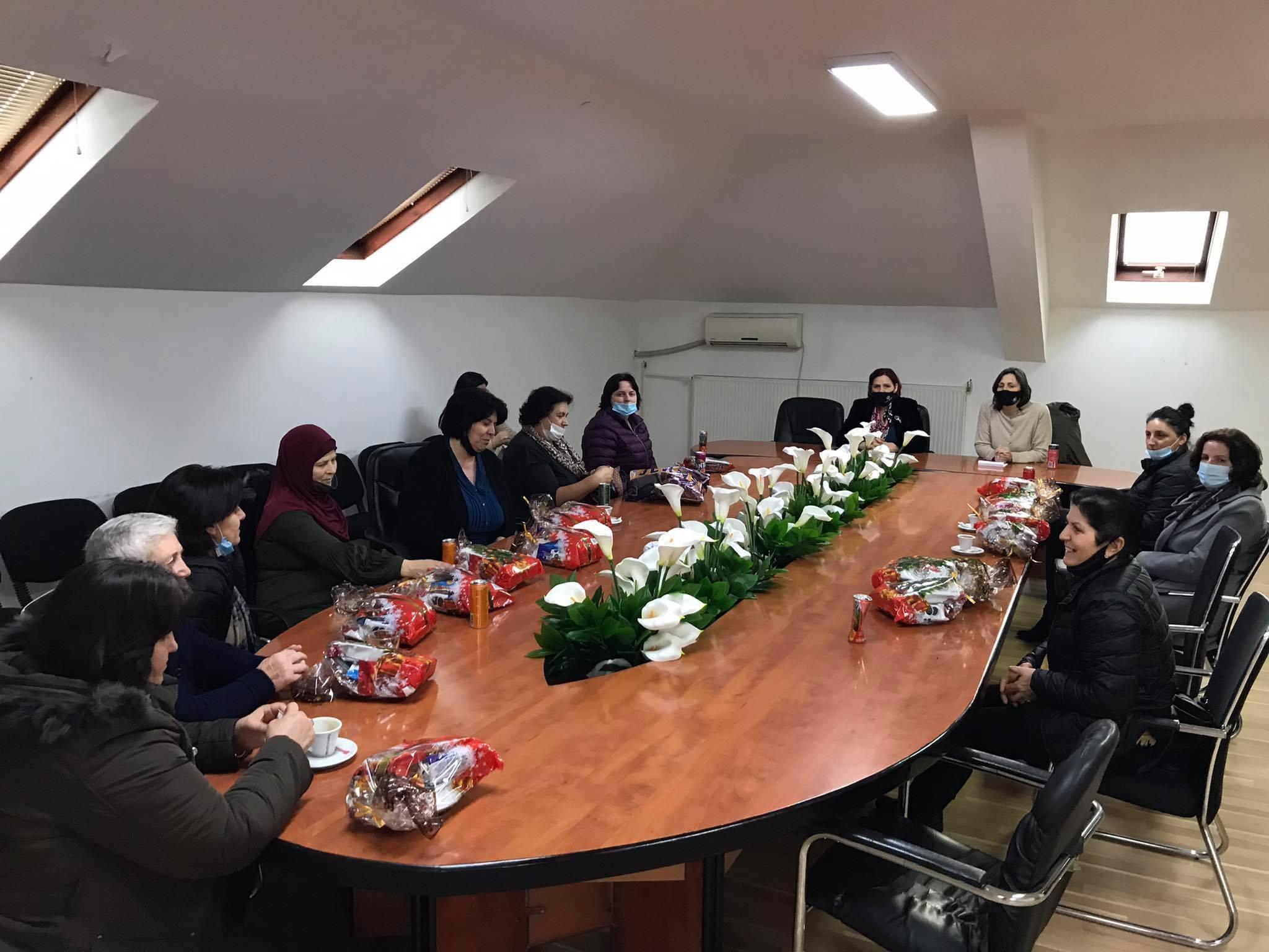 Komuna Suharekës ndan dhurata për gratë e deshmorëve