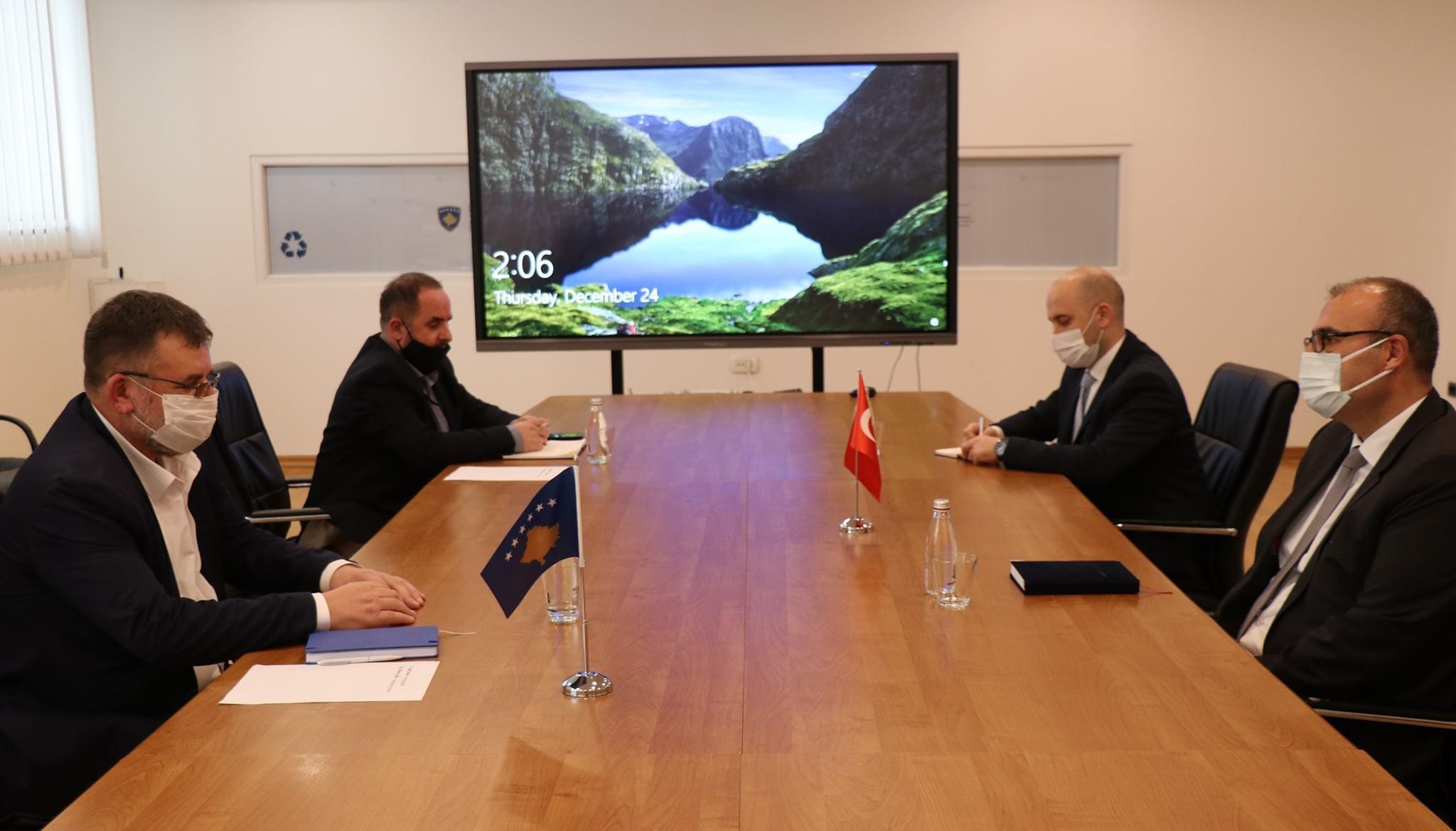 Ministri Kuçi: Sot prita në takim ambasadorin e Turqisë në Kosovë, Çağrı Sakar.