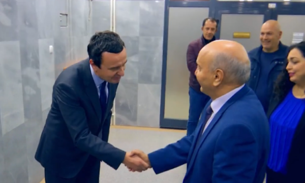 Mustafa porosi Kurtit: Respektoje vendimin e Kushtetueses