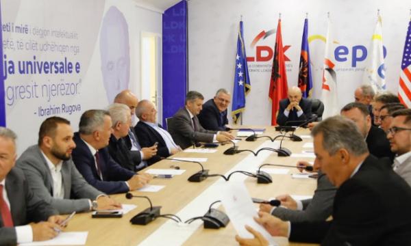 Zyrtari i LDK-së mesazh Albin Kurtit: Po krekosesh me kalimin e kuadrove të partisë që e quan të dëmshme për vendin