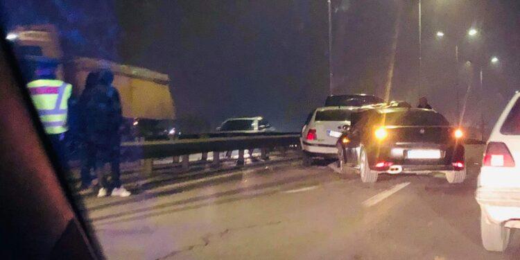 Aksident zingjiror në magjistralen Prishtinë-Prizren, përfshihen katër vetura