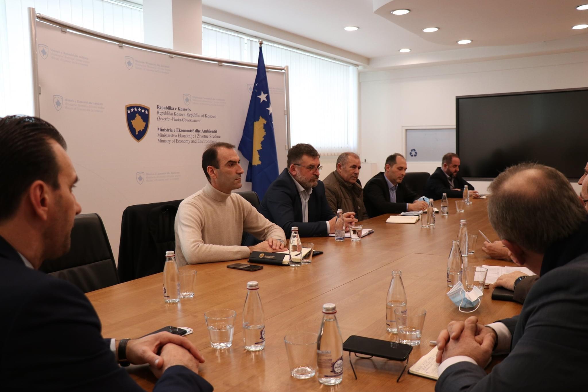 Ministri Kuçi takon akterët e sektorit pas pavarësimit energjetik, flet për kapacitetet e reja gjeneruese
