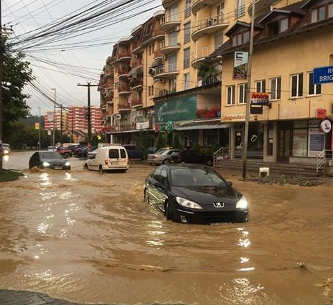 Alarmon Instituti Hidrometerologjik: Nga sot pasdite në Rrafsh të Dukagjinit vërshime të shpejta nga të reshurat e rrëmbyeshme