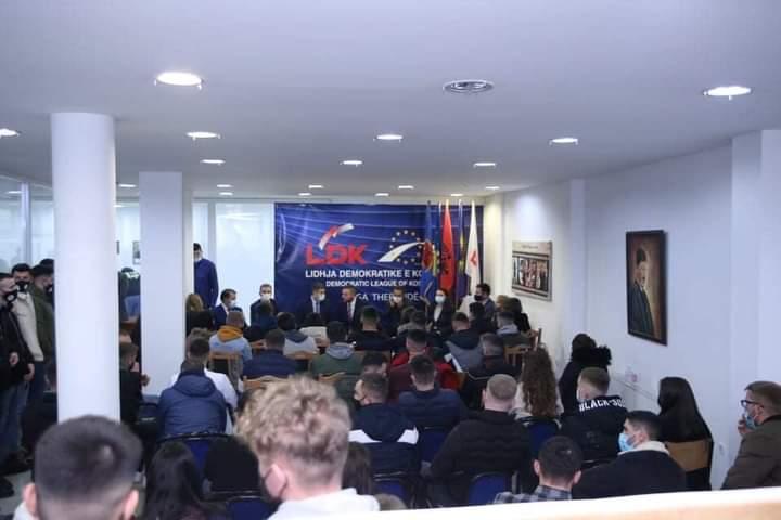 Dhjetëra të rinjë i bashkohen LDK-së në Suharekë