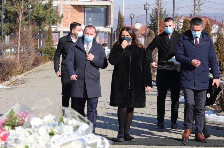 Armend Zemaj së bashku me Flamur Bytyçin kanë bërë homazhe pranë varrit të presidentit Rugova