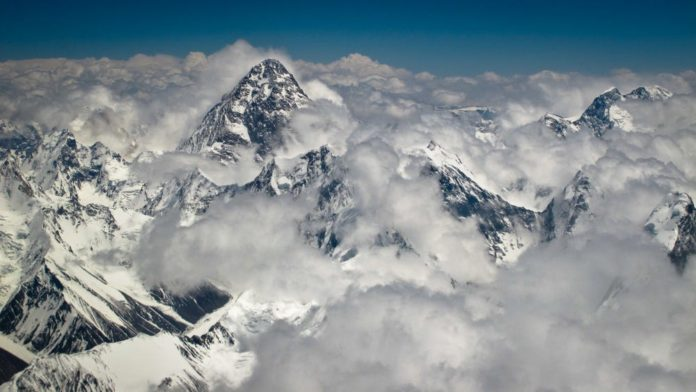 Shembja e akullnajës në Himalaje, shkon në 18 numri i të vdekurve