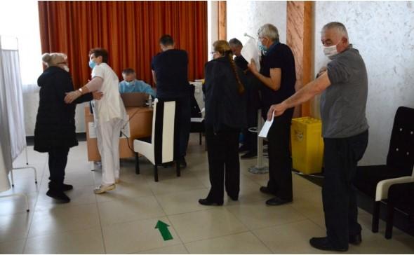 Provokon Serbia, fton qytetarët nga Kosova që të aplikojnë për vaksinim kundër COVID-19
