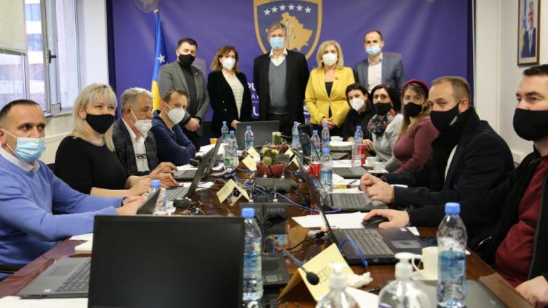 Shefi i EULEX-it vizitoi dhomën operative për zgjedhje