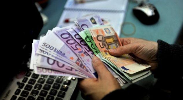 U paraqit se ishte zyrtar i Kuvendit, i mori afro 3 mijë euro një qytetari