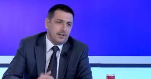 """Valon Syla vazhdon ironizimin me mërgimtarë: """"UÇG"""" – Ushtria Çlirimtare e Gërrnaçave"""