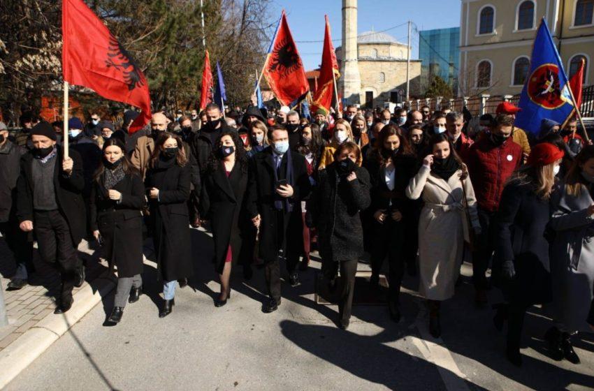Vetëvendosje mban tubim përmbyllës në Prishtinë, Kurti dhe Osmani mbledhin qytetarët në shesh