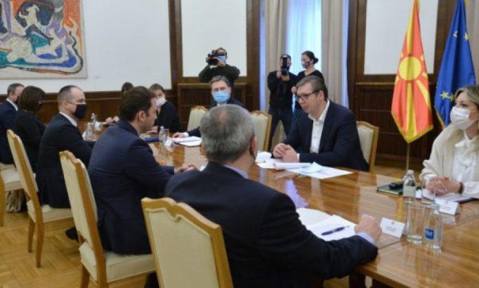 """Vuçiqi takohet me ministrin shqiptar, bisedojnë për """"mini-Schengenin"""""""