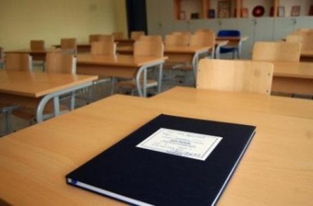 Në një shkollë në Suharekë shkelet vendimin e qeverisë, mbahet mësim në klasë