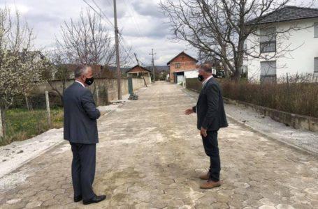 Vazhdon ndërtimi i rrugëve lokale në Reshtan