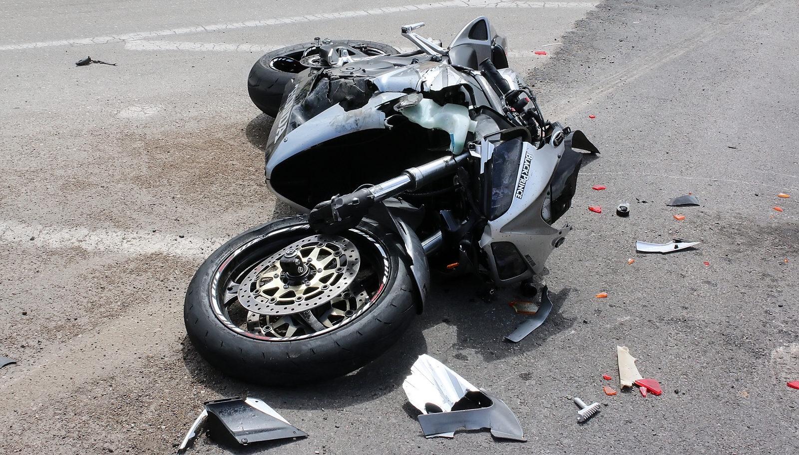 Gjinoc: Aksidentohet Motoçiklisti, i gjendet 1.19 gram substancë narkotike